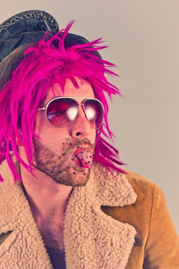 Hombre rosado de las bacterias del pelo imagen de archivo
