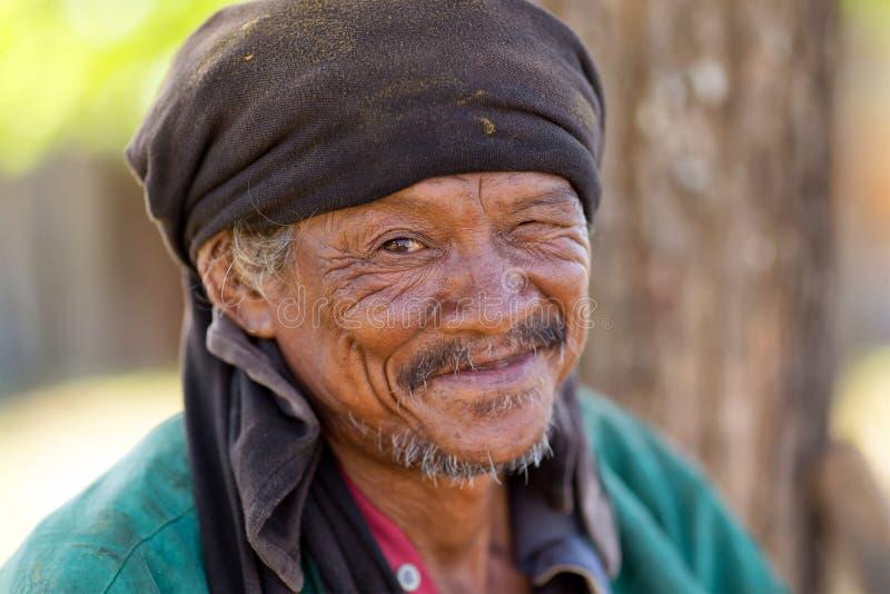 Hombre sin hogar tailandés fotografía de archivo