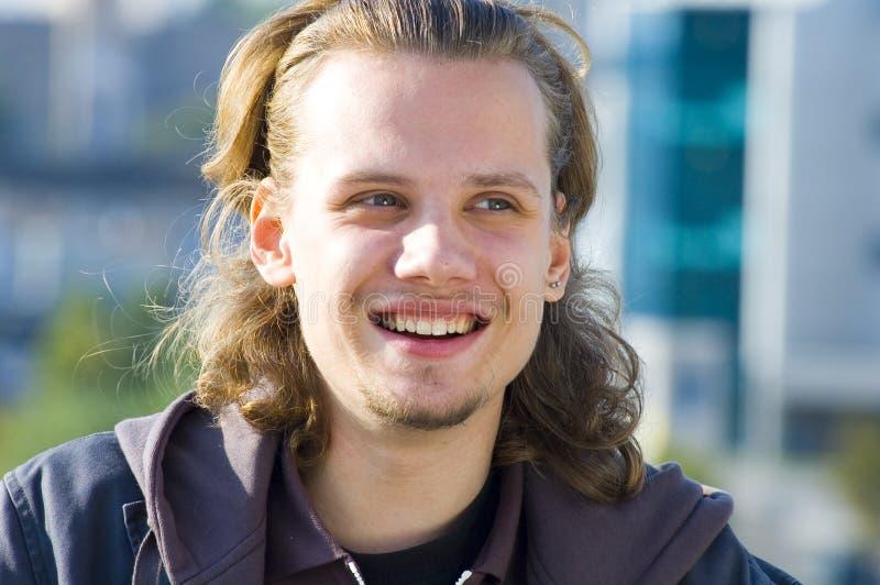 Hombre sonriente imagen de archivo