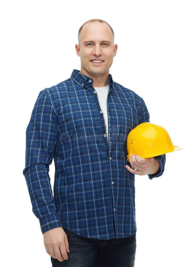 Hombre sonriente en casco con los guantes imágenes de archivo libres de regalías