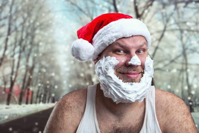 Hombre sonriente en el sombrero de Santa Claus foto de archivo libre de regalías