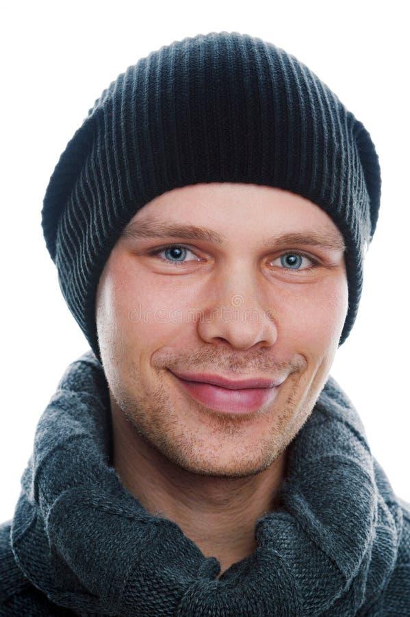 Hombre sonriente en la ropa casual aislada en blanco imagen de archivo