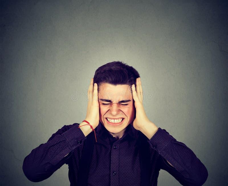 Hombre subrayado frustrado Emociones humanas negativas imagen de archivo libre de regalías