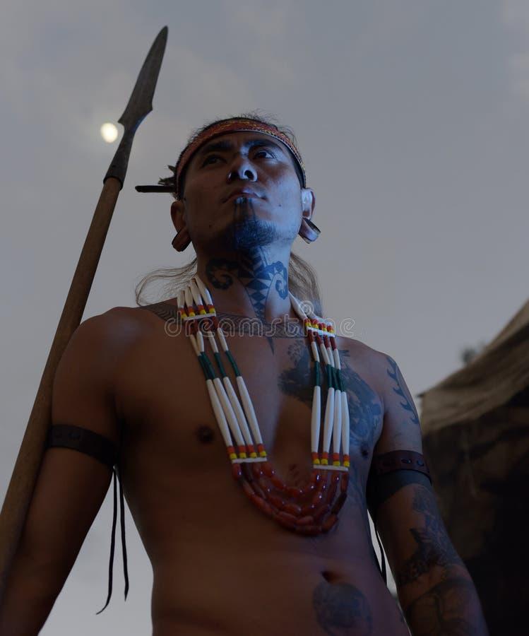 Hombre tatuado indígena del Naga foto de archivo