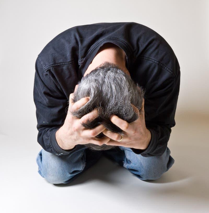 Hombre tensionado hacia fuera o presionado fotos de archivo libres de regalías
