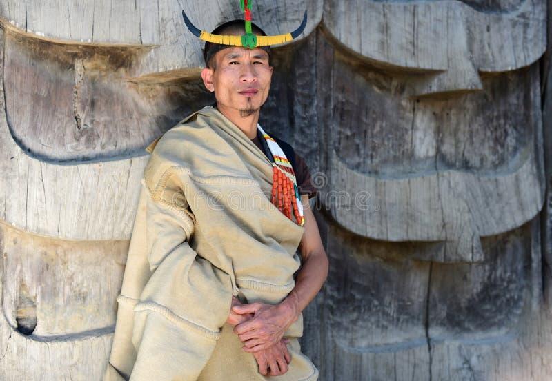 Hombre tribal del Naga con el sombrero tradicional fotografía de archivo