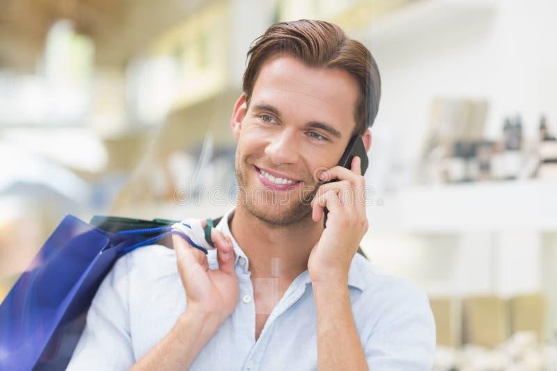 Hombre una llamada sonriente feliz imágenes de archivo libres de regalías