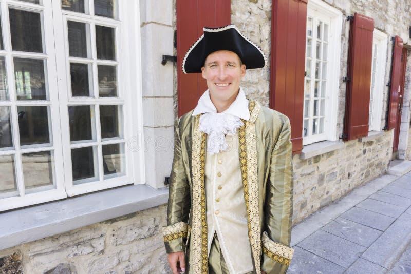 Hombre vestido como un cortesano o príncipe en la ciudad de Quebec foto de archivo libre de regalías