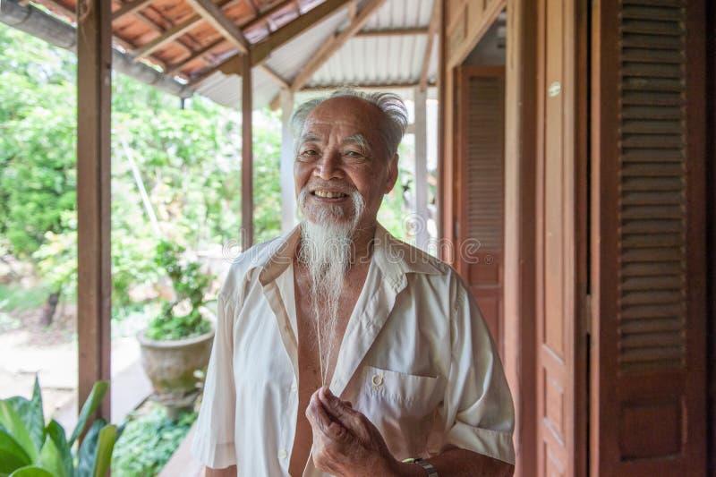 Hombre vietnamita de 89 años imagen de archivo libre de regalías