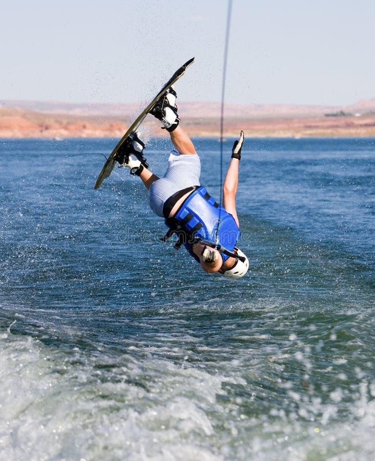 Hombre wakeboarding en el lago Powell 04 fotos de archivo