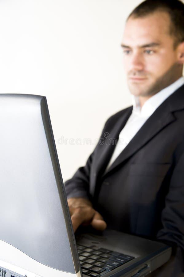 Hombre y computadora portátil imágenes de archivo libres de regalías