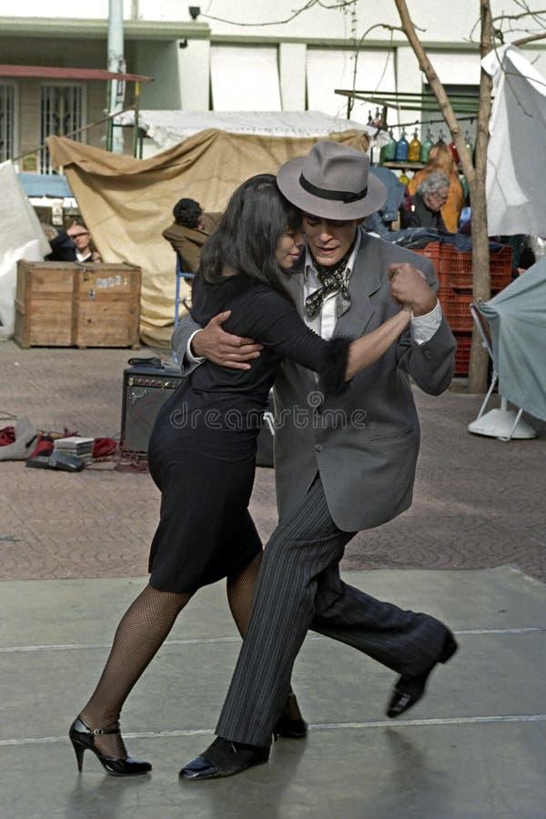 Hombre y mujer de Argentina que bailan el tango fotos de archivo libres de regalías