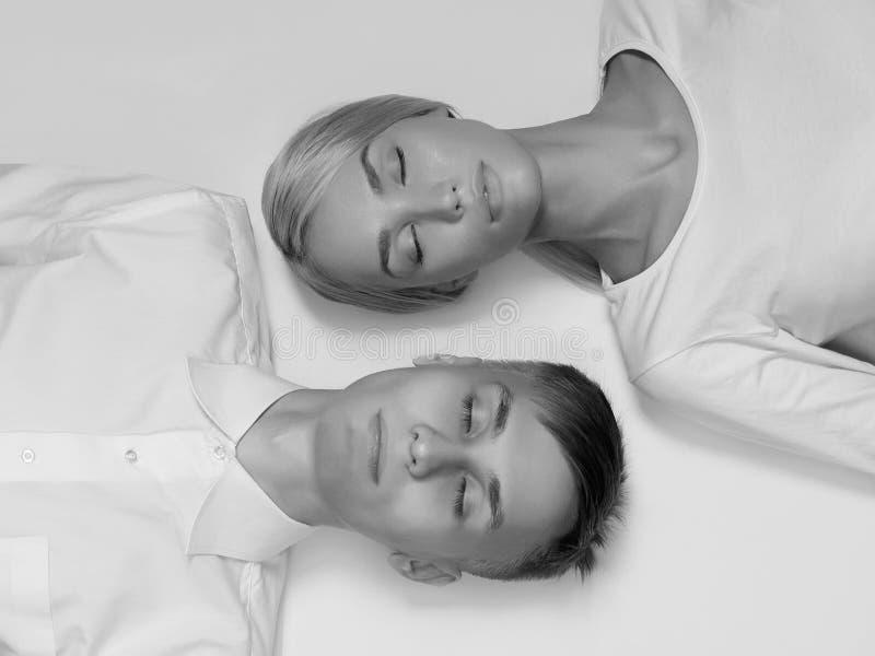Hombre y mujer hermosos de los pares imagen de archivo