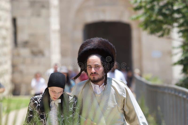 Hombre y mujer ortodoxos judíos fotos de archivo libres de regalías