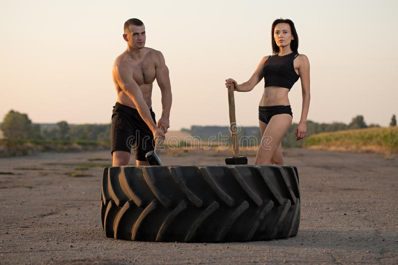 Hombre y mujer que hacen deportes fotos de archivo