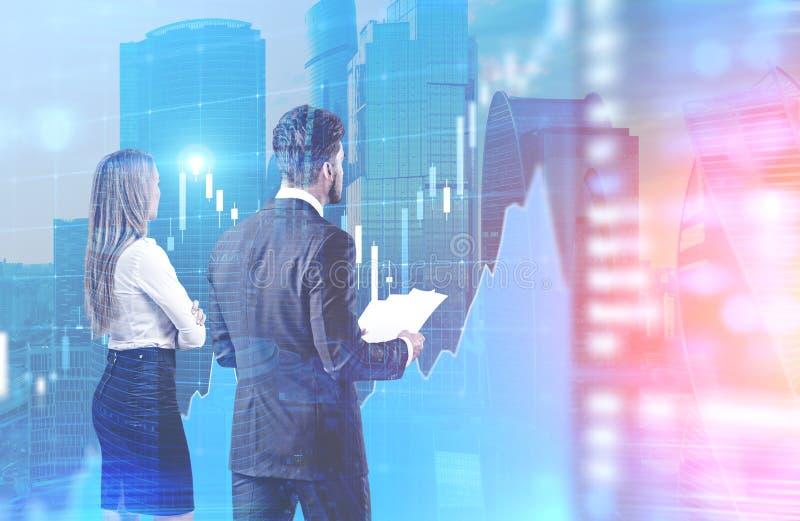 Hombre y mujer que miran el gráfico azul, ciudad ilustración del vector