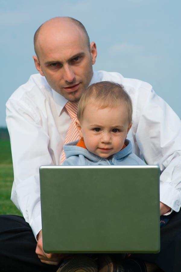 Hombre y niño fotos de archivo