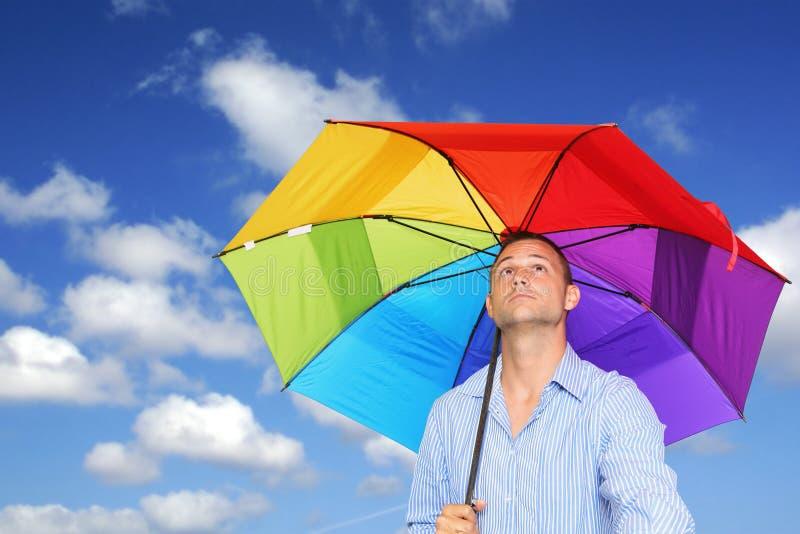 Hombre y paraguas fotografía de archivo