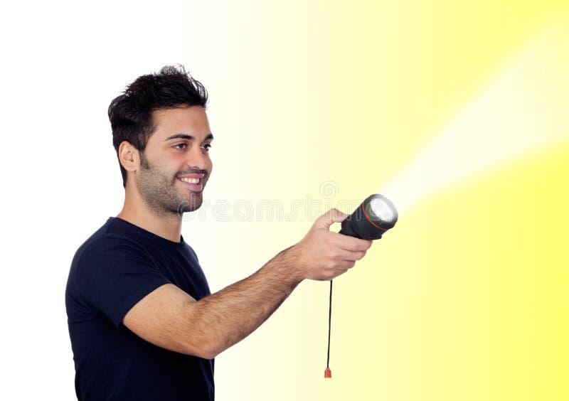 Hombres atractivos en negro con una linterna que busca algo imágenes de archivo libres de regalías