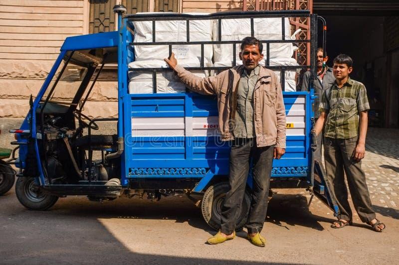 Hombres de entrega fotos de archivo