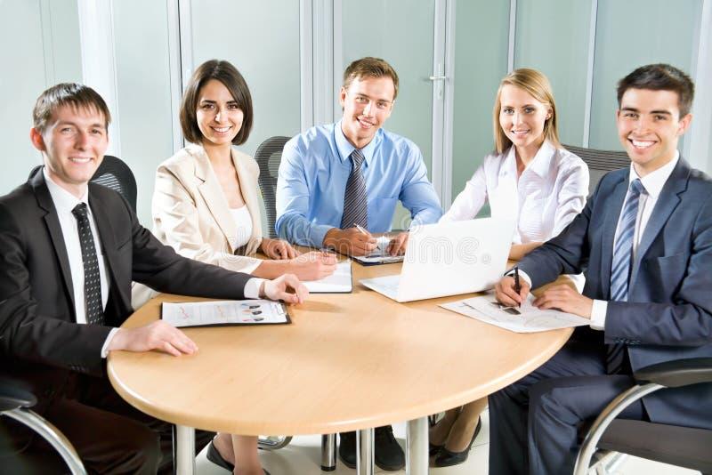 Download Hombres de negocios imagen de archivo. Imagen de analyzing - 42430053