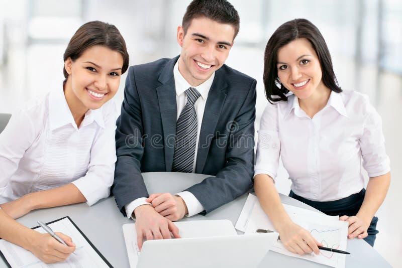 Download Hombres de negocios foto de archivo. Imagen de sentada - 42430066