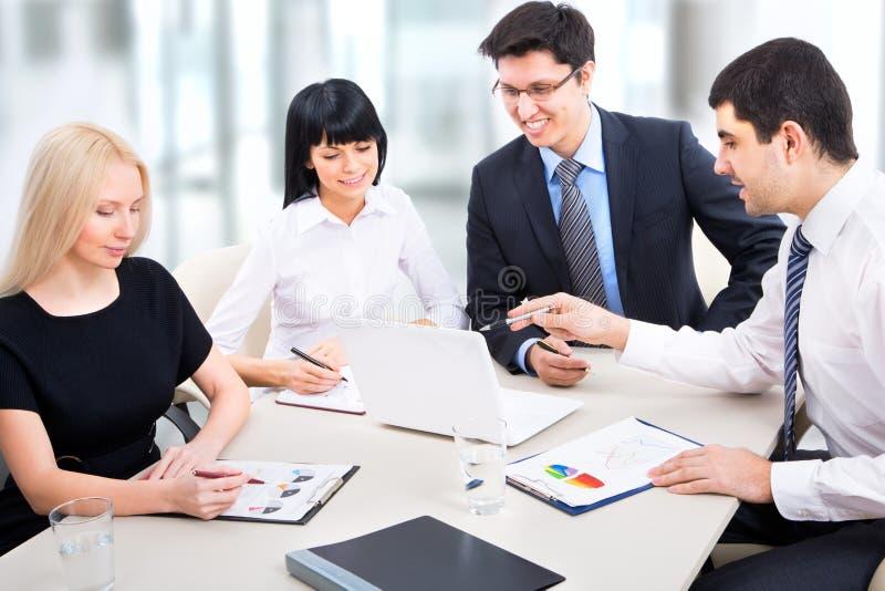 Download Hombres de negocios foto de archivo. Imagen de financiero - 42431050