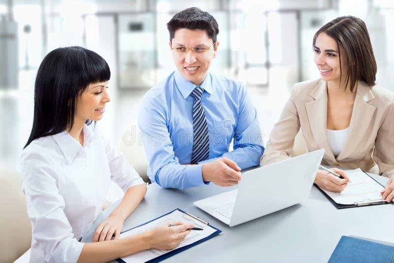 Download Hombres de negocios foto de archivo. Imagen de empleado - 42431134