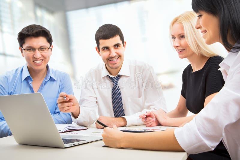 Download Hombres de negocios imagen de archivo. Imagen de grupo - 42431137