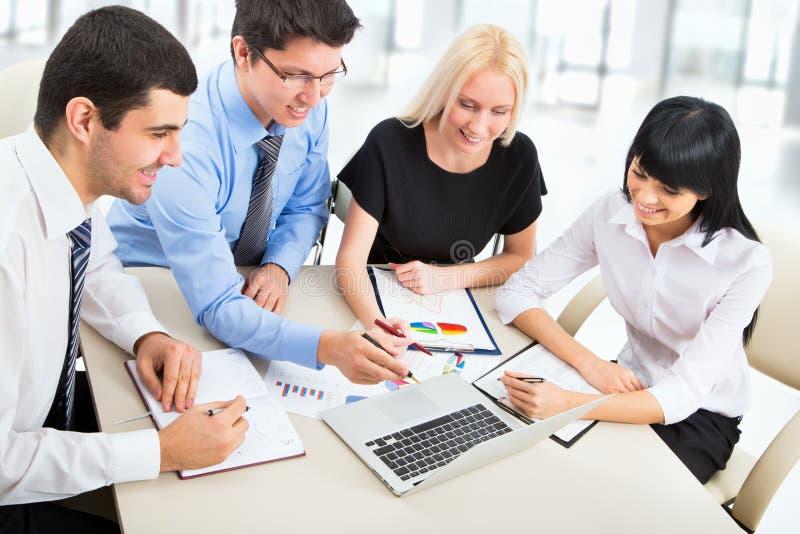 Download Hombres de negocios foto de archivo. Imagen de comunicación - 42431244