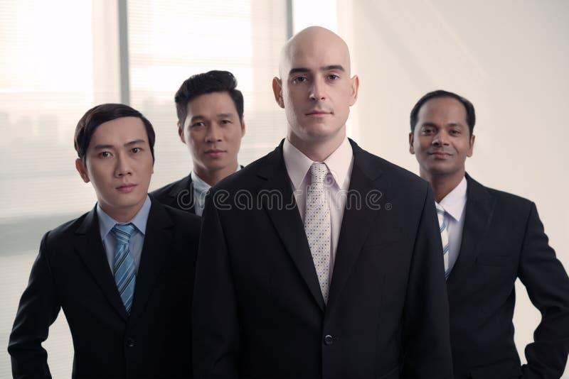 Hombres de negocios acertados fotografía de archivo
