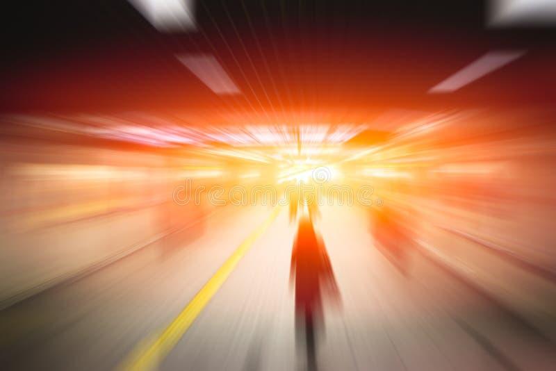 Hombres de negocios de alta velocidad de la falta de definición y tecnología del desarrollo imagen de archivo