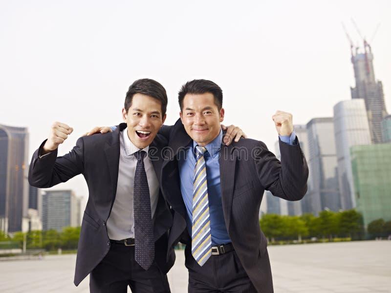 Hombres de negocios asiáticos imagen de archivo
