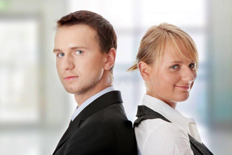 Hombres de negocios atractivos jovenes foto de archivo libre de regalías