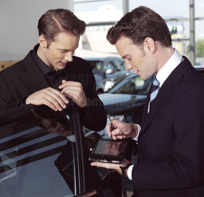 Hombres de negocios con el ordenador portátil n fotos de archivo