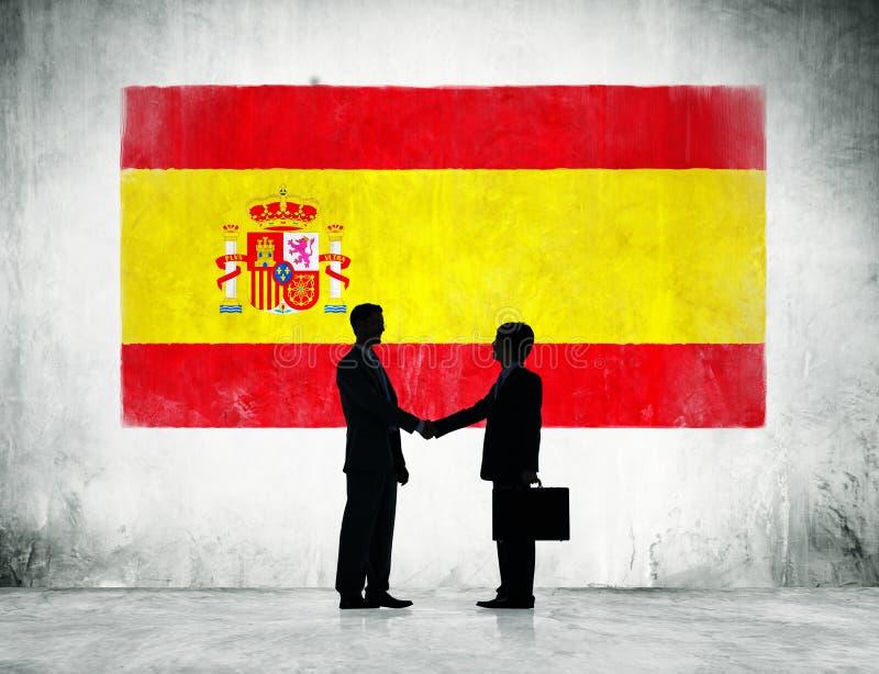 Hombres de negocios con la bandera española imágenes de archivo libres de regalías