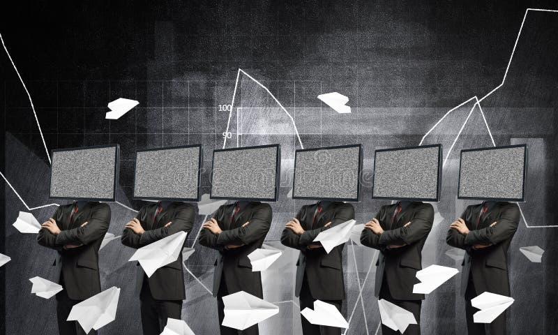 Hombres de negocios con la TV en vez de la cabeza libre illustration