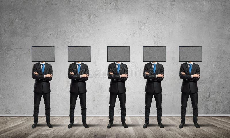 Hombres de negocios con la TV en vez de la cabeza stock de ilustración