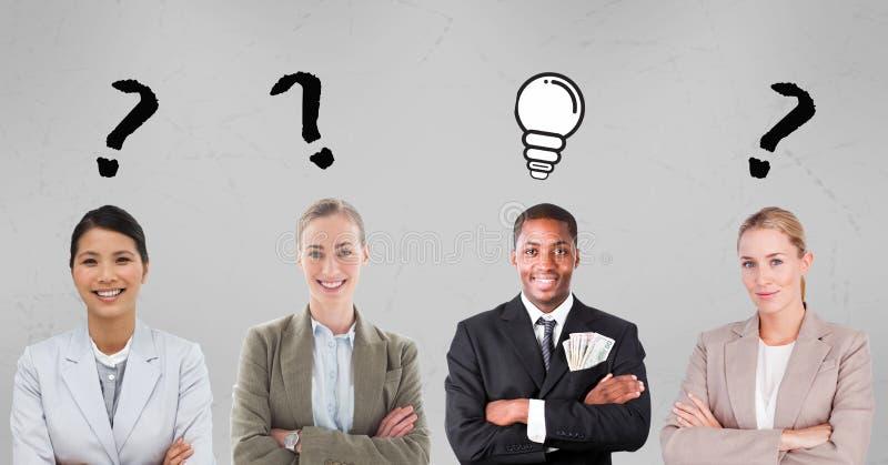 Hombres de negocios con las muestras del signo de interrogación y de la bombilla libre illustration