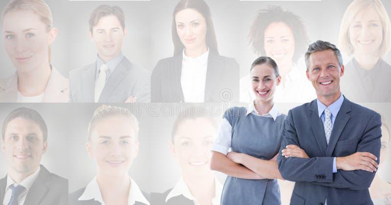 Hombres de negocios con perfiles del retrato de diversa gente en fondo fotografía de archivo libre de regalías