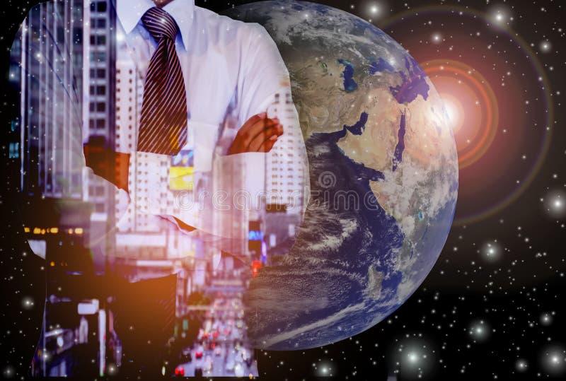 Hombres de negocios con potencial del desarrollo y de la inversión, con ideas abstractas en el mercado global ilustración del vector