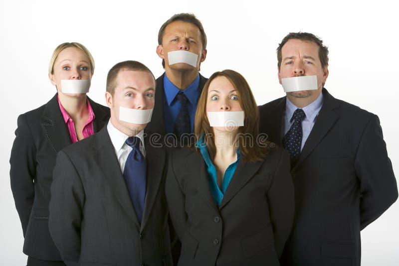 Hombres de negocios con sus bocas sujetadas con cinta adhesiva cerradas fotos de archivo libres de regalías