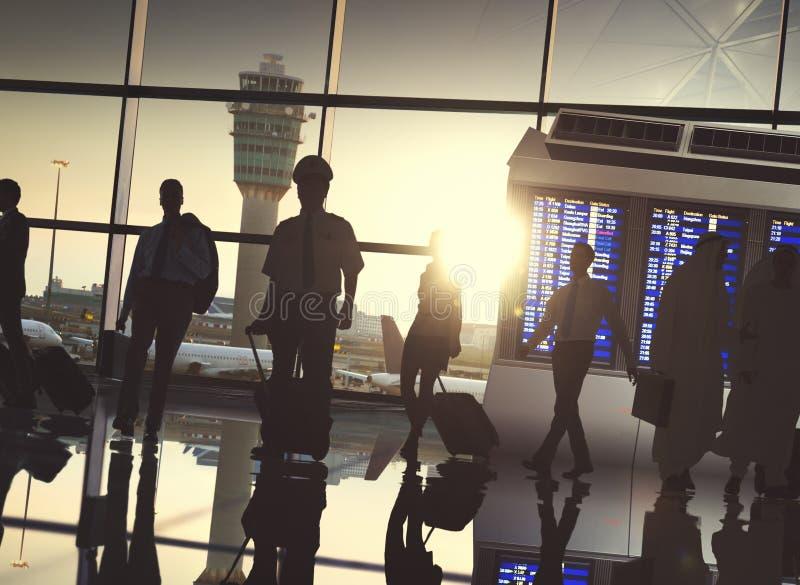 Hombres de negocios de aeropuerto del terminal del viaje del concepto de la salida imágenes de archivo libres de regalías