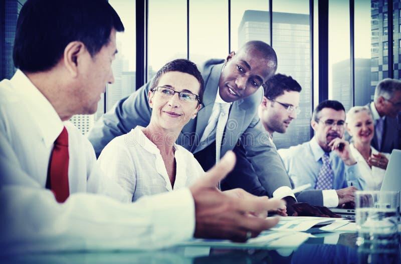 Hombres de negocios de la comunicación corporativa del concepto de la reunión fotografía de archivo