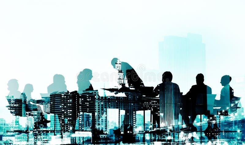 Hombres de negocios de la discusión de la silueta del paisaje urbano del concepto de la reunión stock de ilustración