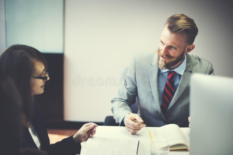 Hombres de negocios de la entrevista del concepto corporativo de la comunicación fotos de archivo