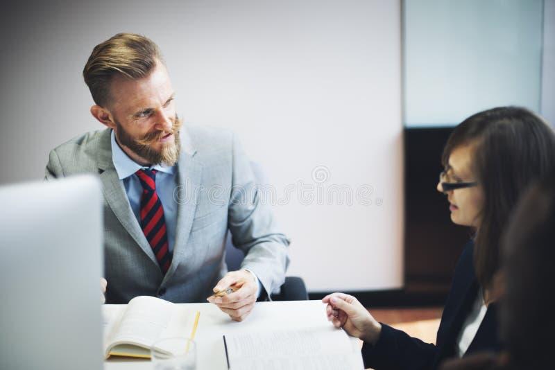 Hombres de negocios de la entrevista del concepto corporativo de la comunicación imagenes de archivo