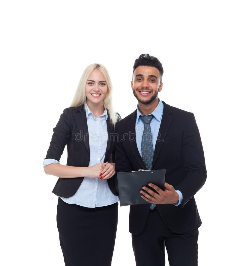 Hombres de negocios de la sonrisa, traje formal de And Businesswoman Wear del hombre de negocios de la carpeta del control imágenes de archivo libres de regalías