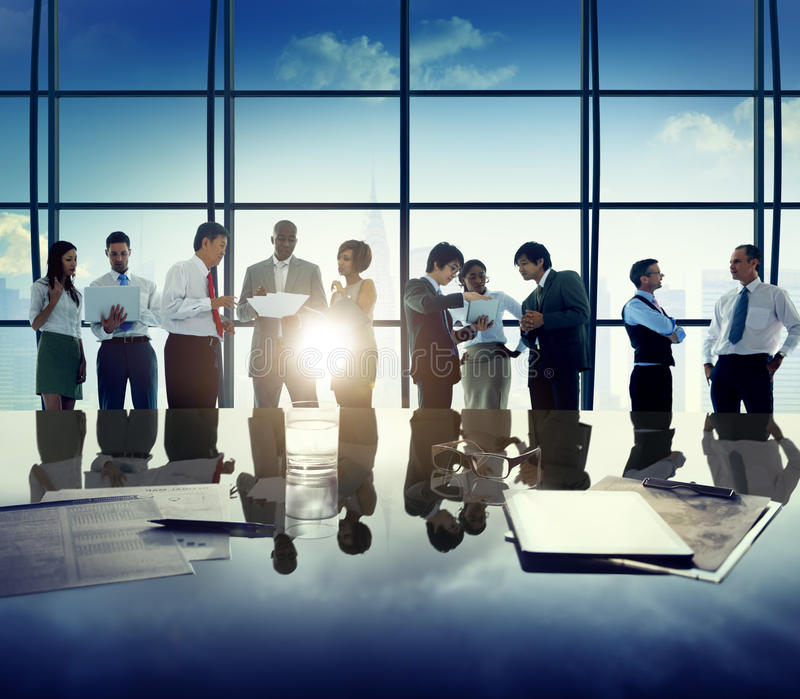 Hombres de negocios de Team Discussion Office Concept corporativo foto de archivo