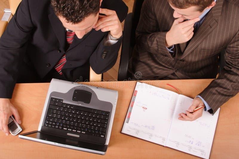 Hombres de negocios de trabajo imagen de archivo libre de regalías